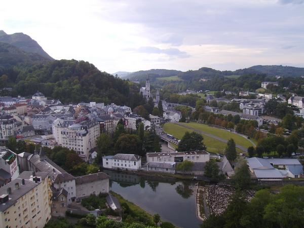 Veduta di Lourdes dall'alto