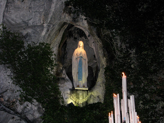 Lourdes - Grotta di Massabielle