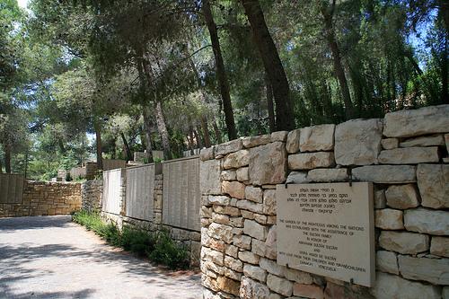 L olocausto degli ebrei e i suoi eroi scrittura dintorniscrittura dintorni - Il giardino dei giusti ...